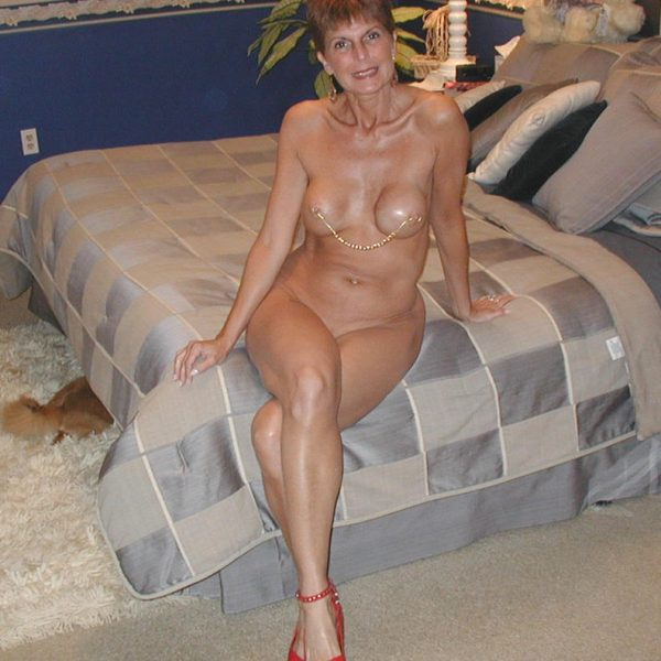 amateur-next-door-mom-big-botty-naked-blowjob